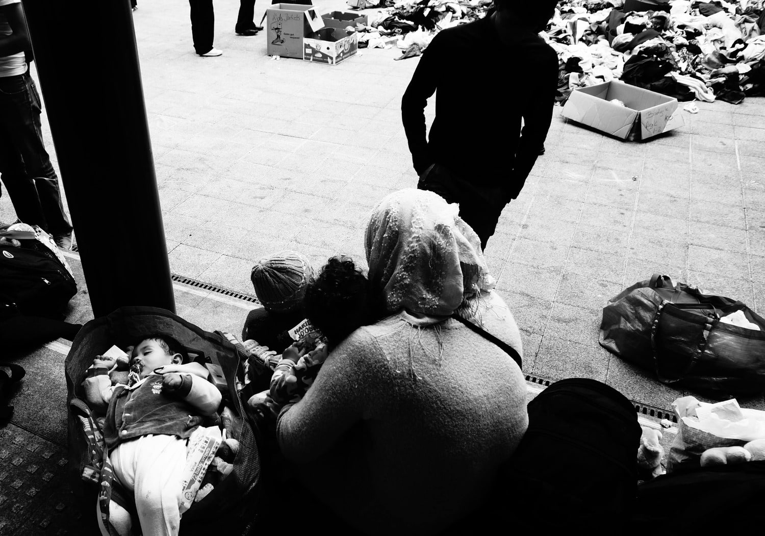 europe, réfugiés, refugees, tour d'europe, travel, black and white, photographs, street photography